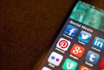 How to Communicate Through Social Media